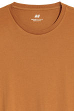 Camiseta Regular fit - Ocre - HOMBRE | H&M ES 2